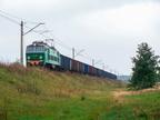 ET22-1069 -- ET22-1069 z krótkim transportem w kierunku Ostrołęki zbliża się do stacji Przetycz.