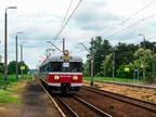 EN57-1160 -- Wypożyczony skład od Przewozów regionalnych w obsłudze linii Tłuszcz - Ostrołęka, zatrzymuje się na stacji w Mostówce.