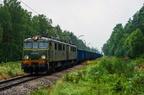 ET41-017 -- ET41-017 z pociągiem towarowym walczy z deszczem na odcinku Leszczydół - Dalekie.