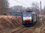 ES64F4-455 -- Pociąg towarowy Freightliner PL ze składem węgla do Ostrołęki zbliża się do stacji w Wyszkowie.