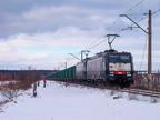 ES64F4-455 -- Dwie lokomotywy ES64F4 z próżnym składem węglarek z Ostrołęki wjeżdżają do Wyszkowa.