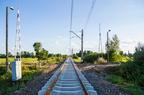 Mostówka - modernizacja stacji -- Wjazd na stację Mostówka od strony Tłuszcza. Nowy tor szlakowy gotowy do montażu i podbicia.