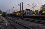 Maszyny torowe Wyszków -- Skład maszyn torowych odstawionych na torze nr 3 stacji Wyszków. Maszyny w ciągu dnia pracują przy modernizacji odcinka linii 29 Przetycz - Pasieki.