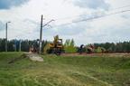 Prace na przystanku Prabuty Góry -- Ekipa pracowników na końcu peronu przystanku Prabuty Góry (km. 45) zajmuje się wymianą oraz szlifowaniem szyn.