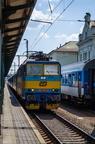 362 163-8 -- Pociąg dalekobieżny kończy bieg na stacji w Bohuminie.