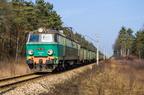 ET22-927 -- Pociąg towarowy Ostrołęka - Jaszczów w lesie nieopodal Wyszkowa.