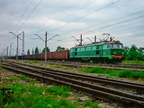 ET22-841 -- Pociąg towarowy do Ostrołęki oczekuje na mijankę z osobowym na stacji w Wyszkowie.