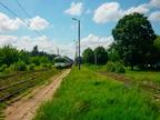 EN57-1623 -- Jednostka Kolei Mazowieckich w peronach zamkniętej stacji Dalekie.
