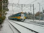 EN57-822 -- Jednostka wypożyczona dla Kolei Mazowieckich w obsłudze pociągu do Ostrołęki wjeżdża na stację w Wyszkowie.
