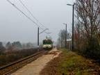 EN57-1611 -- Jednostka EN57 z pociągiem Kolei Mazowieckich do Tłuszcza wjeżdża na przystanek Rybienko.