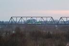 VT627 na moście w Wyszkowie -- Popołudniowy kurs z Tłuszcza do Ostrołęki przejeżdża przez most kolejowy na Bugu.