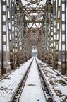 Most kolejowy zimą