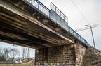 Stary wiadukt ul. Kościuszki -- Stary wiadukt nad linią kolejową w Wyszkowie. Widoczne zwęglenia elewacji to pozostałości po epoce parowozów.