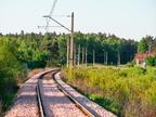 D29-29 km. 22,3 -- Szlak kolejowy w Wyszkowie świeżo po uzupełnieniu podsypki w 2012r. W tle przejazd kolejowy oraz las na granicy miasta.