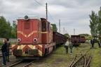 Lokomotywa Lxd2 GKW -- Lokomotywa ze składem wagonów towarowych na stacji Bytom Karb Wąskotorowy. Obok lokomotywy obywały się przejażdżki drezyną z okazji Industriady.