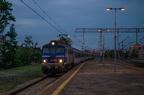 EU07-216 -- Pociąg PKP Intercity przejeżdża przez stację Chorzów Batory.