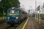 ET41-069 -- Lokomotywa po przyprowadzeniu składu towarowego oczekuje na zjazd do szopy w Tarnowskich Górach.