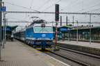 150 205-3 -- Lokomotywa 150 z pociągiem ekspresowym Kolei Czeskich odjeżdża ze stacji w Przerowie.
