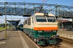 151 023-9 -- Jedyny w klasycznym malowaniu elektrowóz serii 151 w peronach stacji Bohumin. Z tyłu czeskie Pendolino.