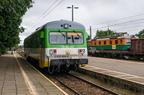VT627-101 -- Pociąg Kolei Mazowieckich do Ostrołęki oczekuje na odjazd ze stacji w Wyszkowie.