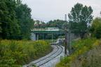 Tor szlakowy w Wyszkowie po remoncie -- Tor szlakowy po remoncie przed stacją w Wyszkowie od strony Mostówki. W oddali nowy wiadukt oraz stary w trakcie rozbiórki.