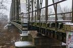 Mostownice mostu kolejowego Wyszków -- Pogarszający się stan mostownic na moście kolejowym w Wyszkowie spowodował wprowadzenie ograniczenia prędkości dla pociągów do 50km/h.