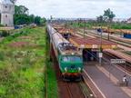 EU07-160 -- Pociąg TLK PKP Intercity do Białegostoku wjeżdża na stację Tłuszcz.