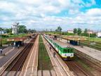 EN57-1811 -- Stacja Tłuszcz przed modernizacją. EN57-1811 z Warszawy Wileńskiej skończył bieg.