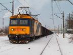 182 013-3 -- Elektrowóz przewoźnika CTL Logistics z próżnym pociągiem towarowym z Ostrołęki, oczekuje na krzyżowanie z pociągiem osobowym w Wyszkowie.