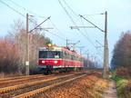 """EN57-1537 -- Pociąg Interregio ,,Narew"""" z Białegostoku do Warszawy Zachodniej zbliża się do stacji Tłuszcz."""