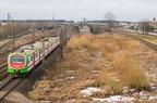 EN57AL-1543 -- Pociąg Przewozów Regionalnych rel. Białystok - Szepietowo opuszcza stację Łapy. Po prawej widoczne odejście linii kolejowej do Ostrołęki.