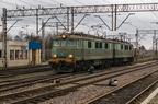 ET41-142 -- Dwuczłonowy elektrowóz ET41 PKP Cargo rusza ze stacji Białystok i kieruje się w stronę Sokółki.