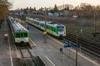 EN57-1811 i AL-1773 -- Krzyżowanie pociągów Warszawa Zachodnia - Ostrołęka prowadzonego dwuskładem jednostek Kolei Mazowieckich z pociągiem Ostrołęka - Tłuszcz na zmodernizowanej jednostce EN57AL-1773.