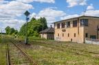 Stacja Grabowo -- Nastawnia dysponująca oraz tarcza kształtowa manewrowa od bocznicy kolejowej.
