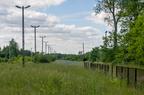 Stacja Grabowo -- Zarośnięte perony i tory stacji Grabowo w kierunku Szczytna.