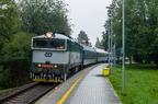754 077-6 -- Lokomotywa 754 z pociągiem osobowym z Ostrawy kończy bieg na wybudowanym w 2014 r. przystanku Frensztat pod Radhoszczem miasto, by później jako służbowy cofnąć się do głównej stacji.