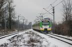 EN57AL-1766 -- Pociąg nr 11766 Tłuszcz - Warszawa Wileńska opuszcza przystanek Ząbki.