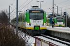 EN57AL-1647 -- Mijanka pociągu do Warszawy Wileńskiej z pociągiem do Małkini w peronach przystanku Ząbki.