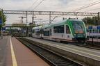 SA133-020 -- Poranny pociąg regio nr 10413 z Białegostoku do Suwałk w peronach stacji początkowej.