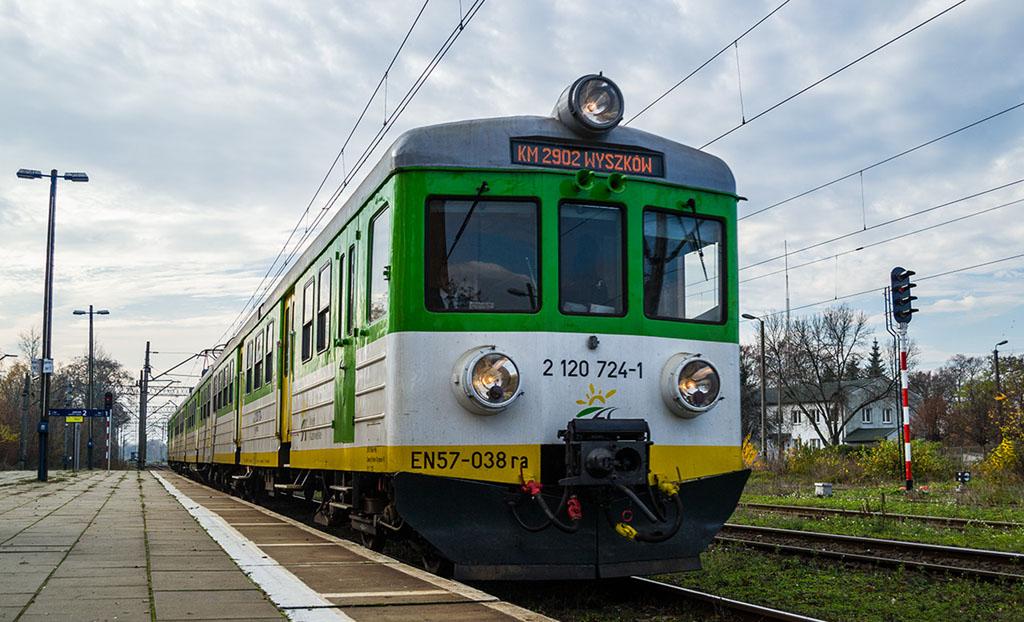 EN57-038 najstarszym czynnym zespołem trakcyjnym w Polsce!
