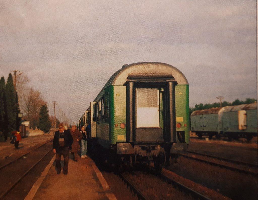 2.04.2000 r. Ostatni pociąg relacji Ostrołęka - Łapy, fot. Jakub Majewski